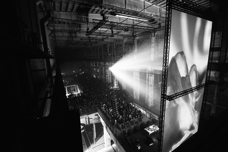 01_berlin-atonal-2014-high-res-®-camille-blake-290